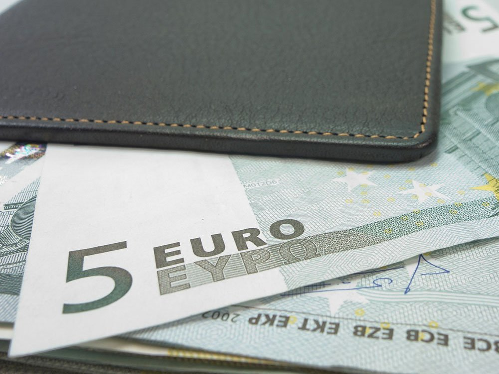 Come investire 100 euro al mese - Vivere Di Rendita